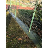 Semelle de cloture anti-herbe